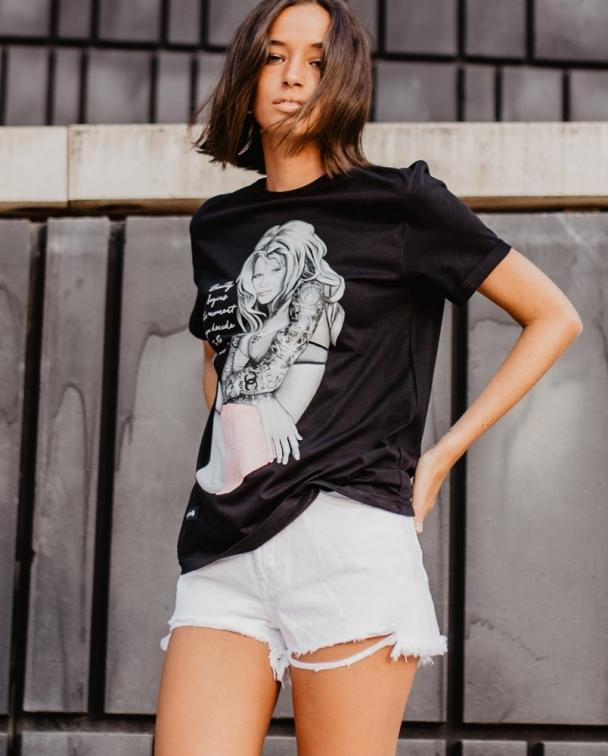camiseta claudia schiffer negra 2