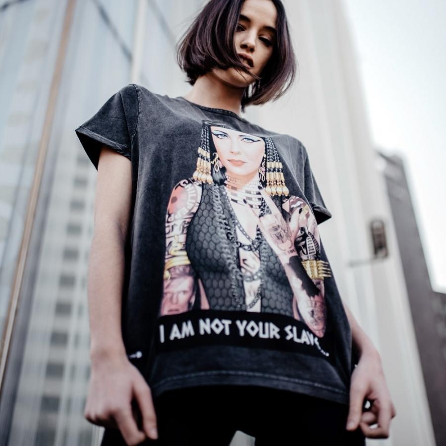 camiseta cleopatra en negro