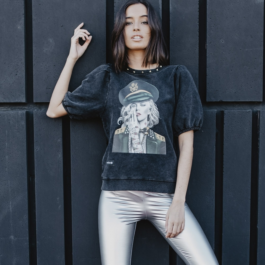 camiseta tacjas charlize theron