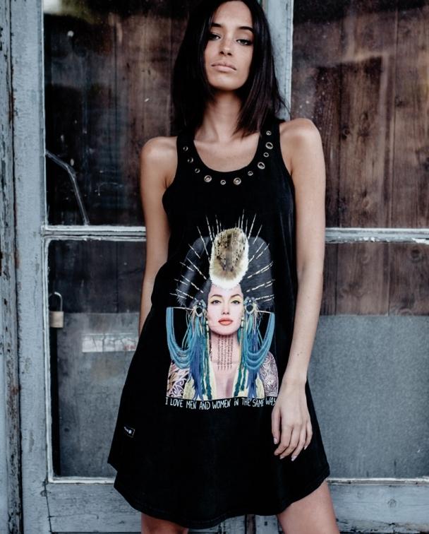 vestido negro angelina jolie